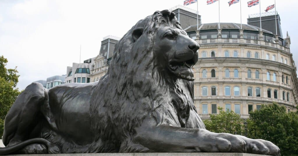 Types of Lions - Barbary lion statue
